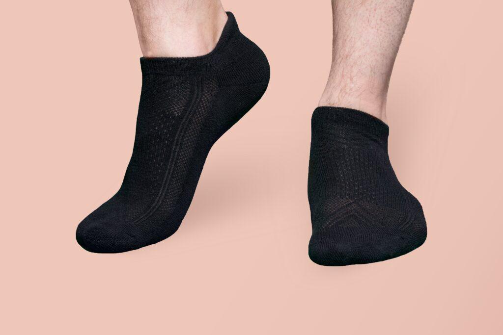 ローファー、スニーカーに合わせる春夏用靴下に求めること